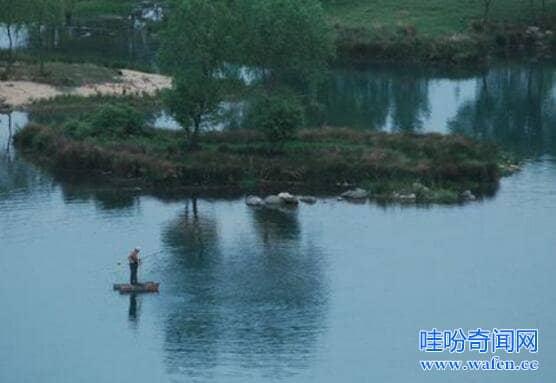 河南泌阳铜山湖水怪