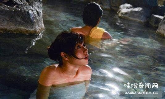 日本女星遭遇温泉鬼手