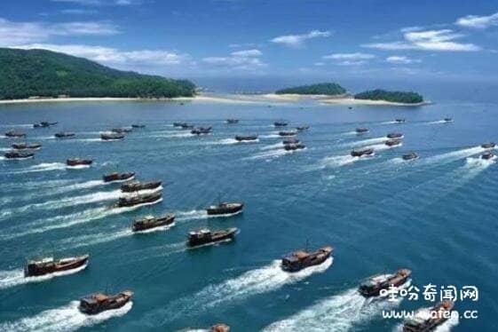 史上最庞大幽灵船队聚集新加坡海岸,千艘各式船只无人无货飘荡海中