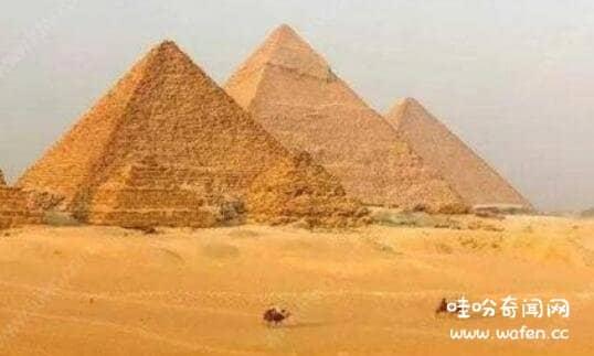 金字塔是怎么建成的