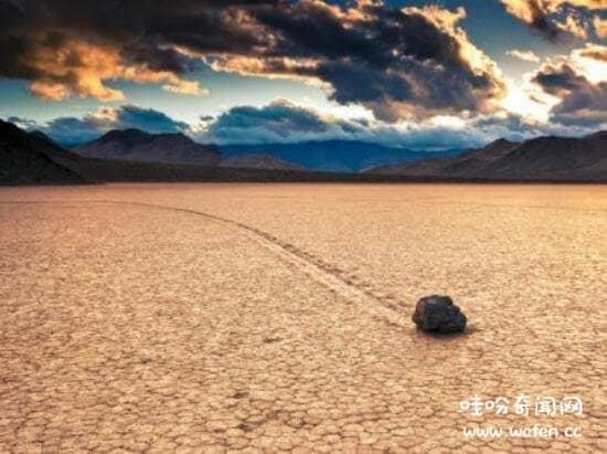 美国加州死亡谷国家公园未解之谜,石头自行移动(科学无解)