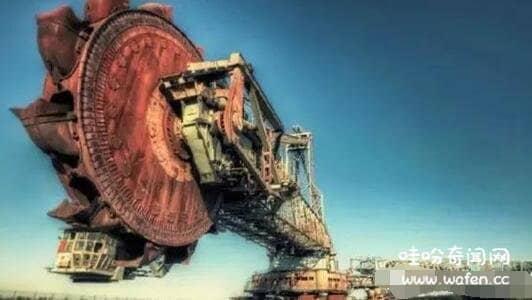 世界最大挖掘机45万吨