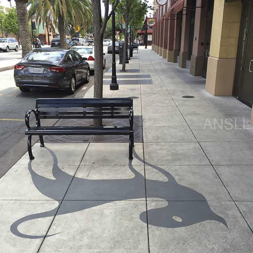 街头艺术家绘制阴影线条来迷惑路人,相信你第一眼也会看错!
