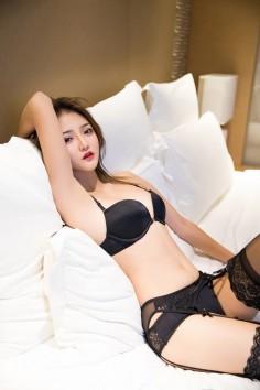 苗条美女Miko酱性感床照 黑丝美