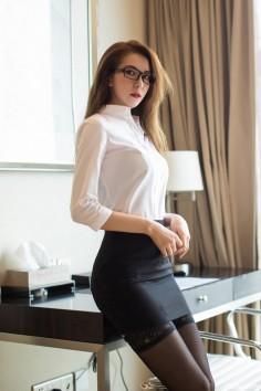 美女秘书宾馆脱衣诱惑 白衬衫